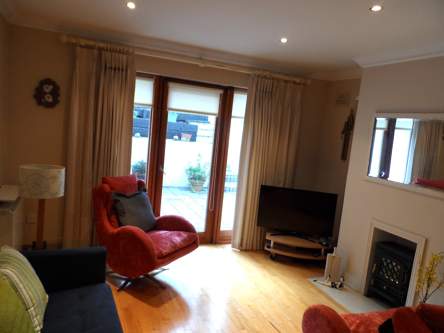 2 to 3 Bedroom House, 5 mins from Dalkey Village & DART