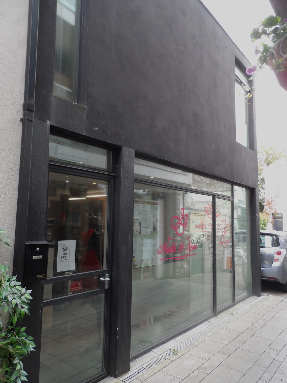 Salon/Retail Unit To Let – Dalkey Village Centre