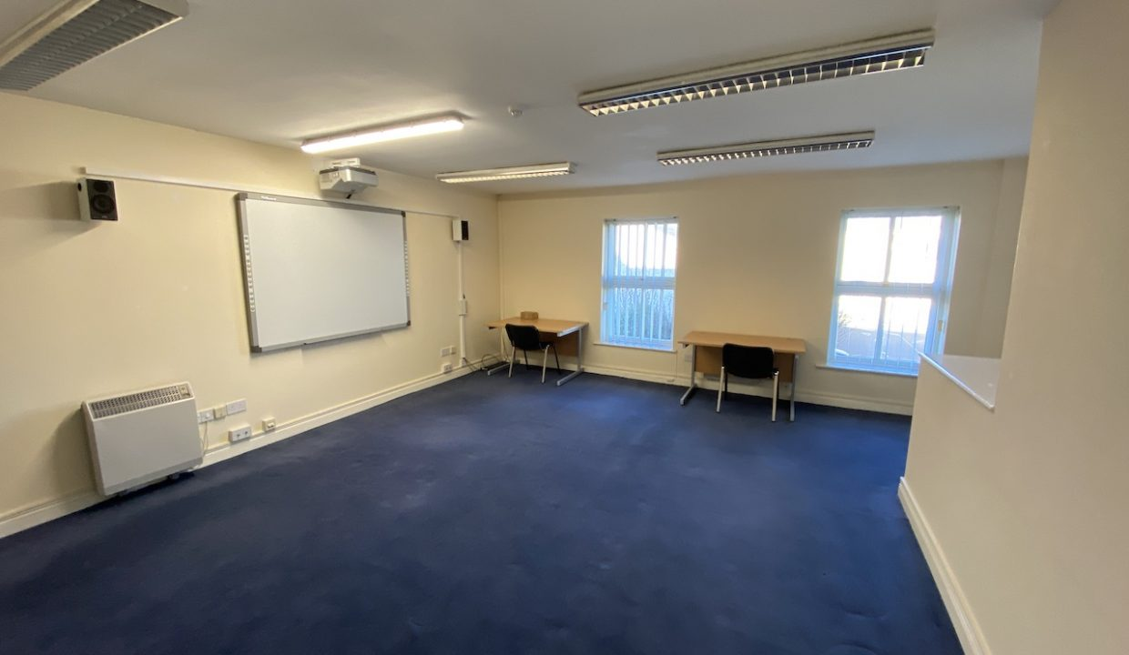 23 Top Flr Large Office a